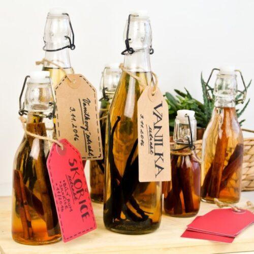 DIY dárky k Vánocům  – vanilkový a skořicový extrakt // Vánoční edice 2016